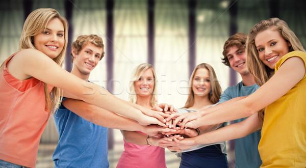 Imagem tiro amigos sorridente Foto stock © wavebreak_media