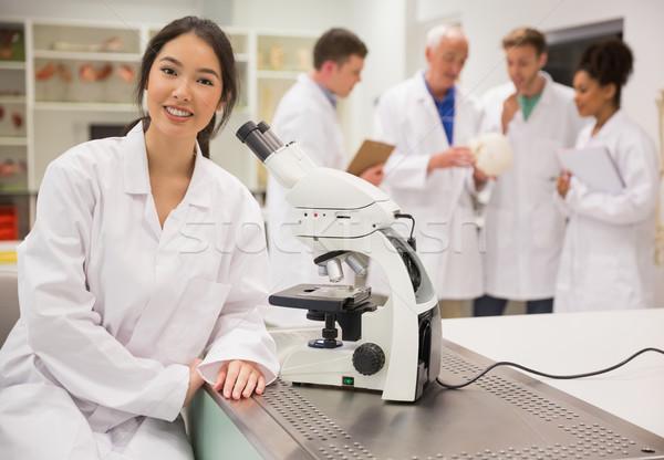 Jovem trabalhando microscópio universidade homem Foto stock © wavebreak_media