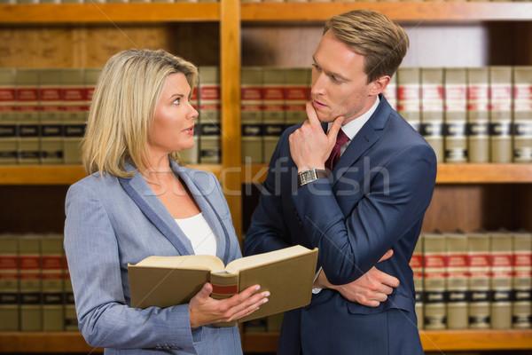 Zespołu prawnicy prawa biblioteki uczelni kobieta Zdjęcia stock © wavebreak_media