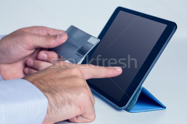 Homme comprimé achats en ligne Shopping carte de crédit Photo stock © wavebreak_media