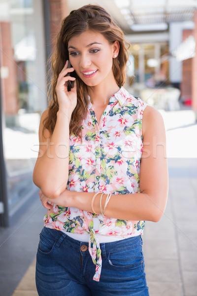 улыбающаяся женщина призыв смартфон весны торговых Сток-фото © wavebreak_media