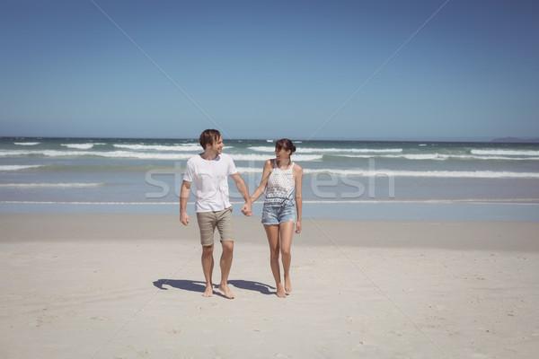 Teljes alakos pár kéz a kézben tengerpart napos idő férfi Stock fotó © wavebreak_media