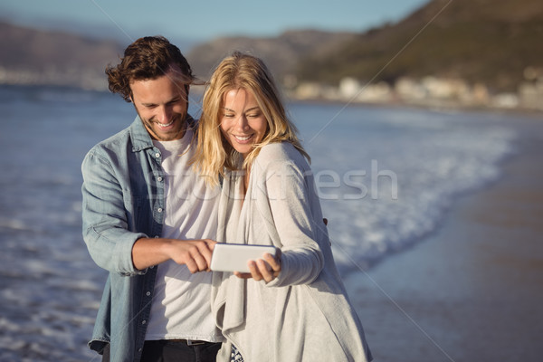 Boldog pár elvesz part tengerpart napos idő Stock fotó © wavebreak_media