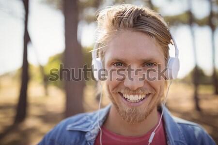 Közelkép mosolyog férfi hallgat zene fejhallgató Stock fotó © wavebreak_media