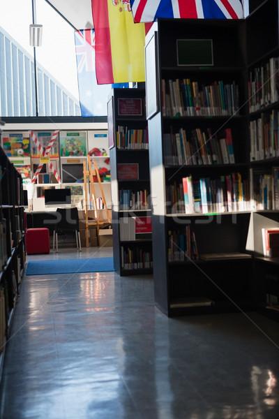 Prateleiras para livros biblioteca escolas livro madeira educação Foto stock © wavebreak_media
