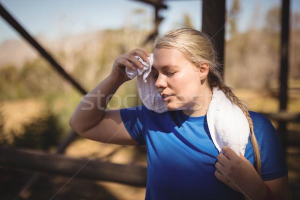 Moe vrouw zweten training boot Stockfoto © wavebreak_media