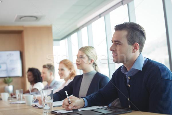 Koncentrált üzletemberek ül konferencia asztal megbeszélés Stock fotó © wavebreak_media