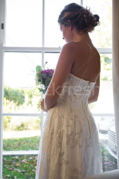 невеста букет глядя окна домой Сток-фото © wavebreak_media