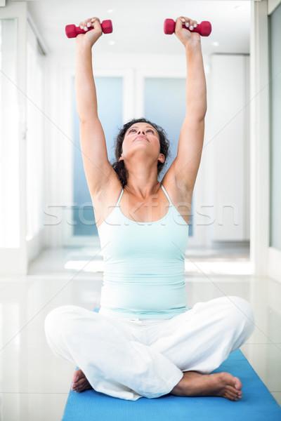 Donna incinta manubri seduta esercizio Foto d'archivio © wavebreak_media