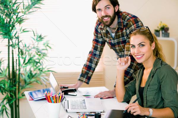 Creativo squadra lavoro desk laptop casuale Foto d'archivio © wavebreak_media