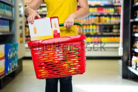 Starszy kobieta koszyka supermarket działalności Zdjęcia stock © wavebreak_media
