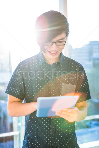 Mosolyog hipszter üzletember tabletta iroda üzlet Stock fotó © wavebreak_media