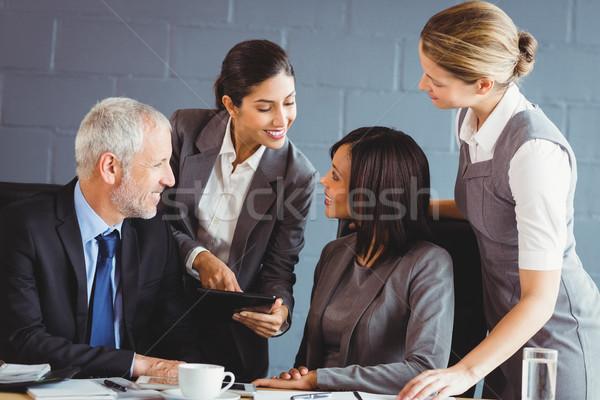 üzletemberek konferenciaterem iroda üzlet igazgató kommunikáció Stock fotó © wavebreak_media