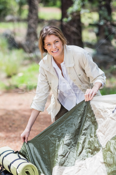 Jonge vrouw tent camping bos vrouw Stockfoto © wavebreak_media