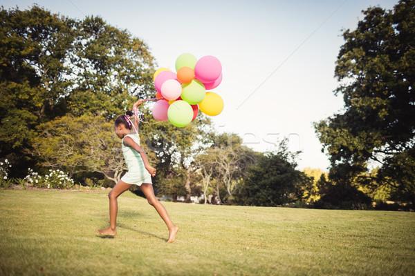 Kız balon park çim mutlu Stok fotoğraf © wavebreak_media