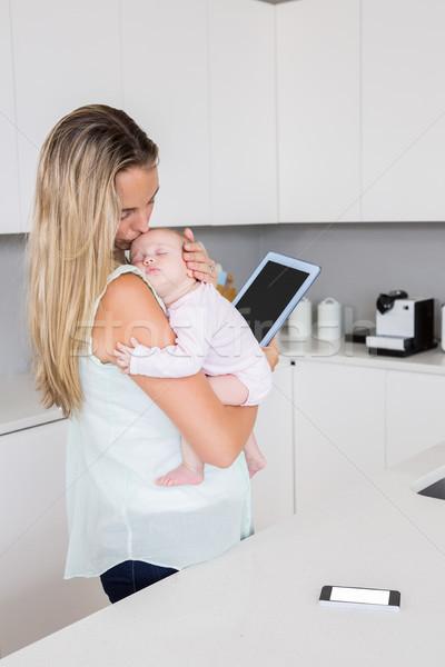 Moeder digitale tablet baby keuken Stockfoto © wavebreak_media