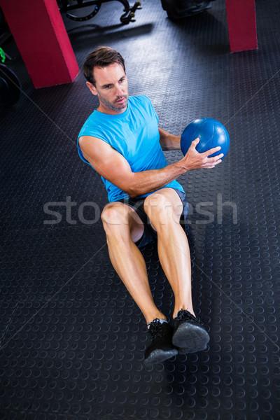 Ansicht Athleten halten Ball Fitnessstudio Stock foto © wavebreak_media