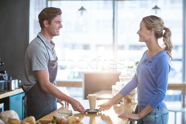 Cameriere Cup freddo caffè cliente Foto d'archivio © wavebreak_media