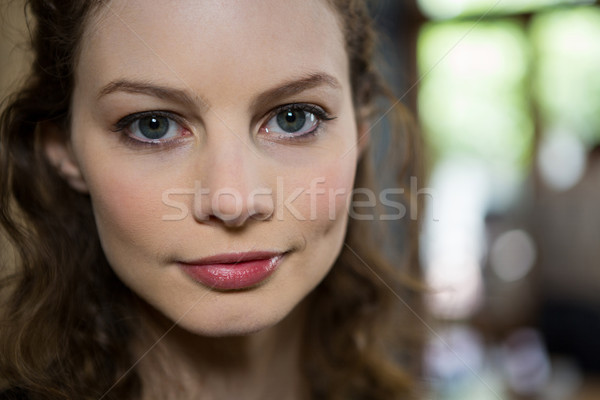 Portré gyönyörű nő kávéház nő telefon szemek Stock fotó © wavebreak_media