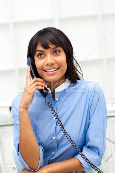 очаровательный этнических деловая женщина телефон служба бизнеса Сток-фото © wavebreak_media
