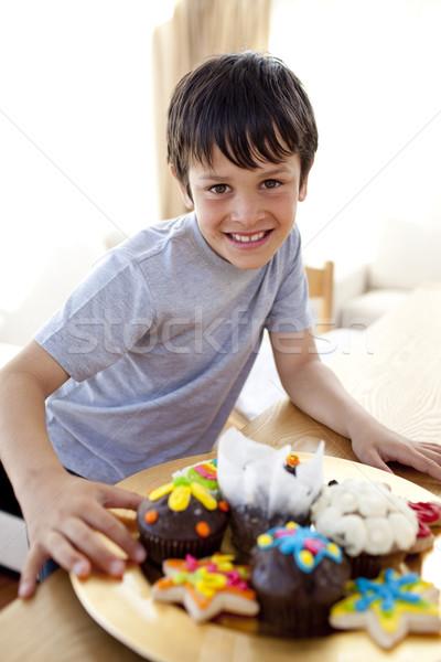 Vidám fiú eszik színes cukrászda otthon család Stock fotó © wavebreak_media