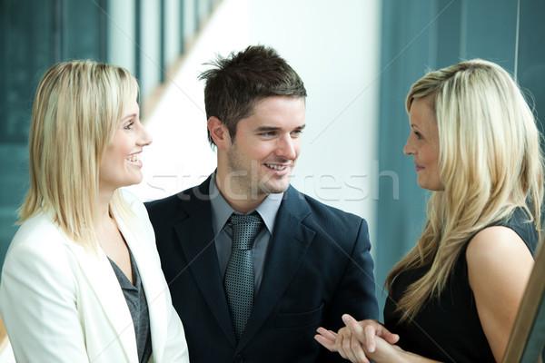üzletemberek megbeszél munkahely beszél munka nő Stock fotó © wavebreak_media