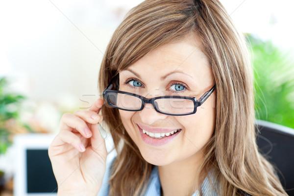 Foto d'archivio: Attrattivo · imprenditrice · indossare · occhiali · sorridere · fotocamera
