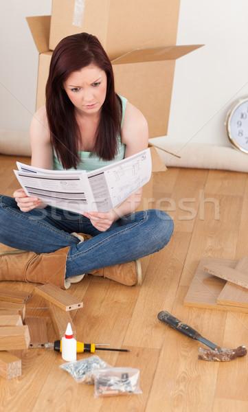 çekici kız okuma ev gülümseme Stok fotoğraf © wavebreak_media