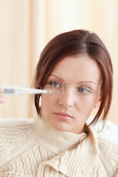 Jeune femme thermomètre salon malade belle Photo stock © wavebreak_media