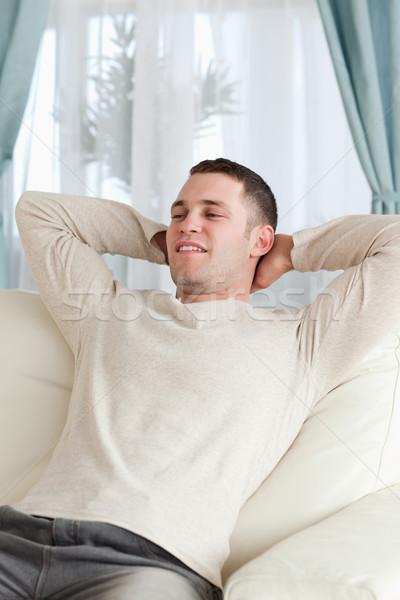 Stock foto: Porträt · junger · Mann · entspannenden · Sofa · Wohnzimmer · Modell
