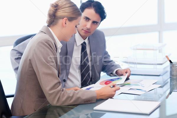 小さな ビジネスの方々  見える 統計 会議室 紙 ストックフォト © wavebreak_media