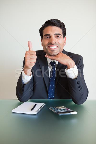 Retrato contador polegar para cima escritório papel Foto stock © wavebreak_media