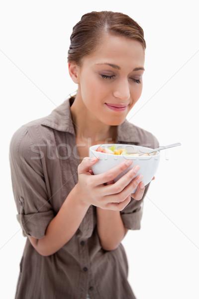 Femme bol salade de fruits blanche alimentaire sourire Photo stock © wavebreak_media