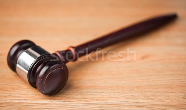 Ceremonieel hamer houten bureau Stockfoto © wavebreak_media
