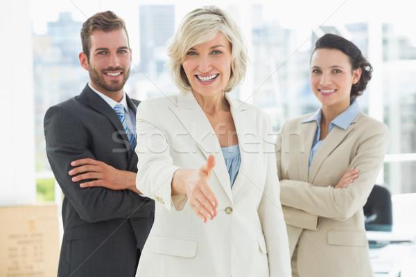 Zakenvrouw aanbieden handdruk team portret heldere Stockfoto © wavebreak_media