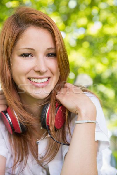かなり 赤毛 音楽を聴く 公園 ファッション ストックフォト © wavebreak_media