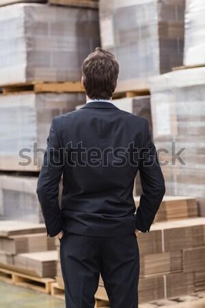 Almacén gerente traje pie manos grande Foto stock © wavebreak_media