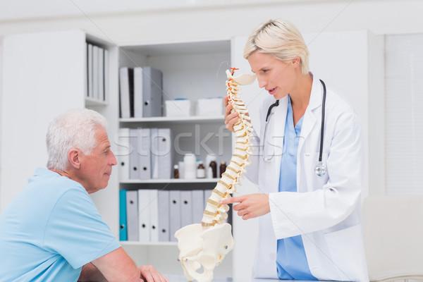 Női orvos magyaráz anatómiai gerincoszlop idős Stock fotó © wavebreak_media