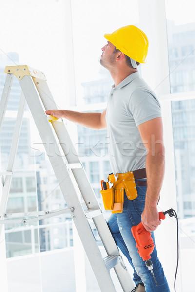 мастер на все руки дрель машина скалолазания лестнице здании Сток-фото © wavebreak_media