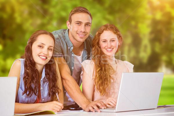 Imagem moda estudantes usando laptop árvores Foto stock © wavebreak_media