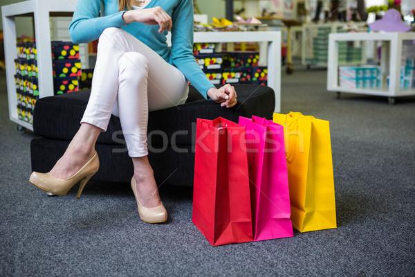Nő tart sok bevásárlótáskák divat butik Stock fotó © wavebreak_media
