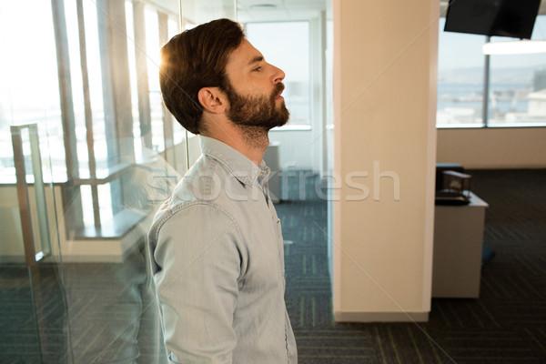 Vista lateral triste empresario vidrio oficina Foto stock © wavebreak_media