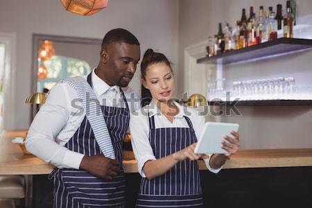 официант официантка другой борьбе ресторан бизнеса Сток-фото © wavebreak_media