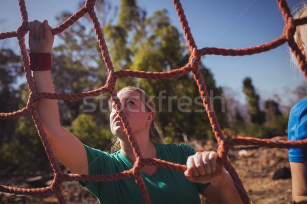 Fitt nő mászik net akadályfutás képzés Stock fotó © wavebreak_media