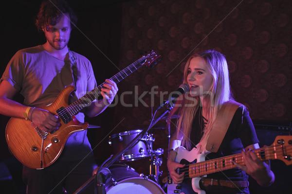 Gitarzyści nightclub mężczyzna kobiet kobieta Zdjęcia stock © wavebreak_media