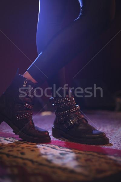 Bajo femenino cantante pie alfombra Foto stock © wavebreak_media