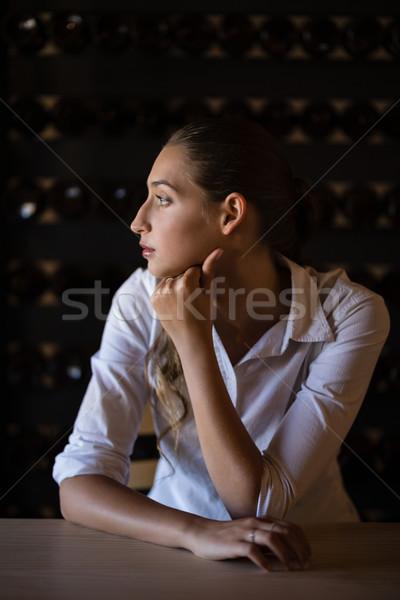 Mulher sessão contrariar bar restaurante Foto stock © wavebreak_media