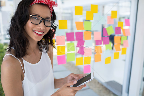 Sorridere femminile executive cellulare ufficio vetro Foto d'archivio © wavebreak_media