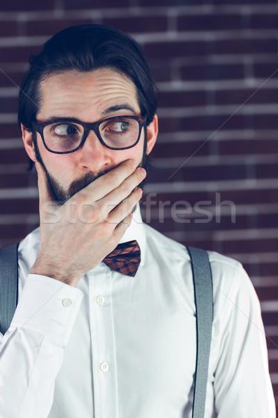 Ideges férfi befogja száját téglafal életstílus kaukázusi Stock fotó © wavebreak_media