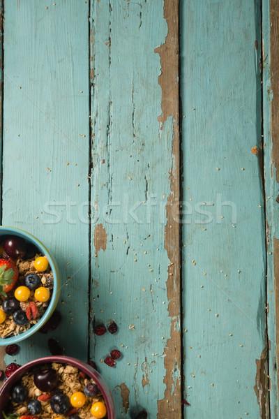 Kommen ontbijt granen vruchten houten tafel fitness Stockfoto © wavebreak_media